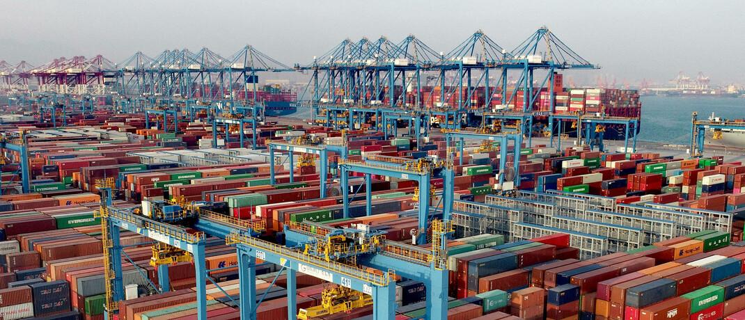 Hafen von Quingdao im Nordosten Chinas