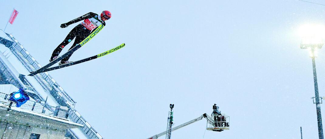 Der deutsche Skispringer Karl Geiger während der Vierschanzentournee im bayrischen Oberstdorf
