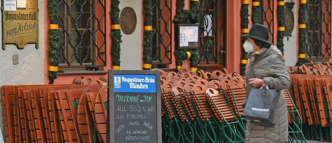 Ein infolge der Corona-Pandemie geschlossenes Restaurant in München