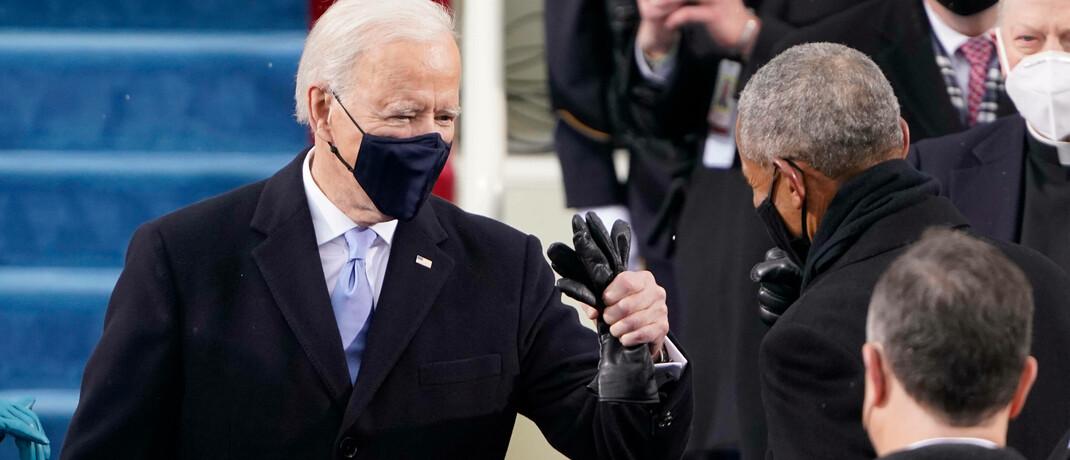 Ex-Präsident Barrack Obama (re.) begrüßt den frisch angetretenen US-Präsidenten Joe Biden