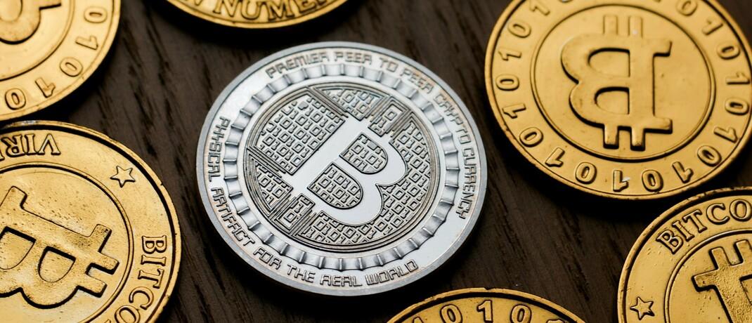 Symbolisch geprägte Bitcoin-Münzen