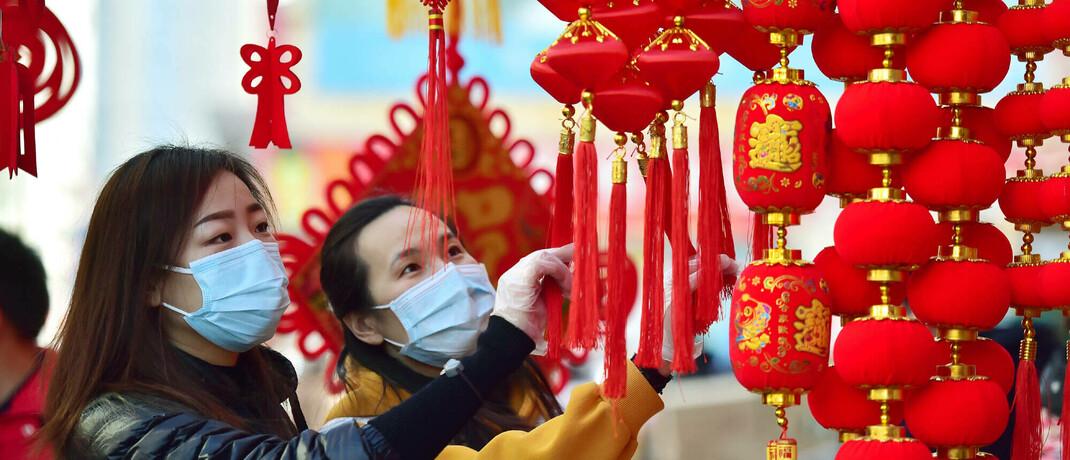 Frauen auf einem Markt in Shijiazhuang, China