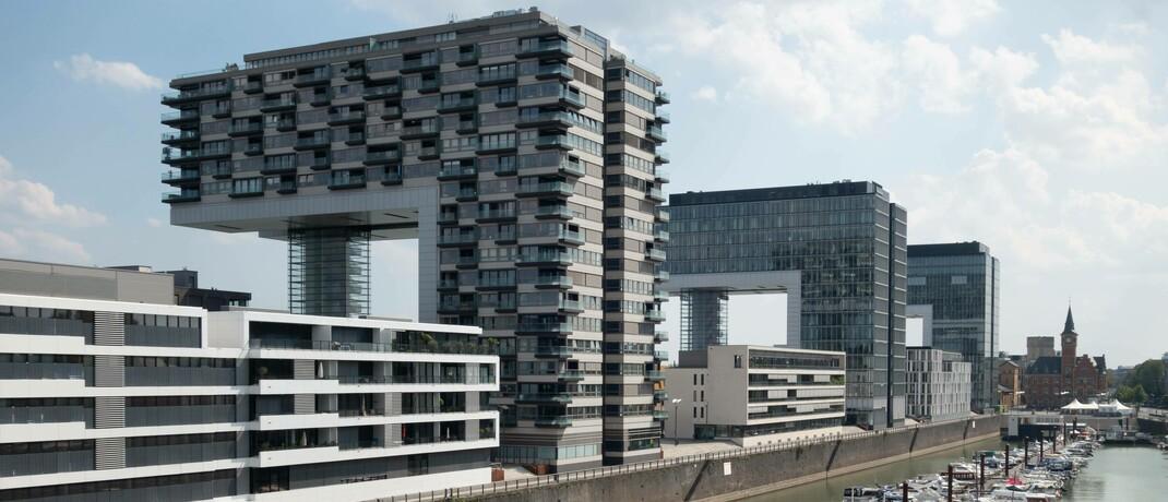 Bürohäuser am Kölner Rheinau-Hafen
