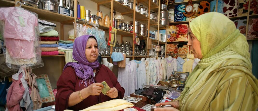 Mikrokreditnehmerin in ihrem Laden in Marokkos Hauptstadt Rabat