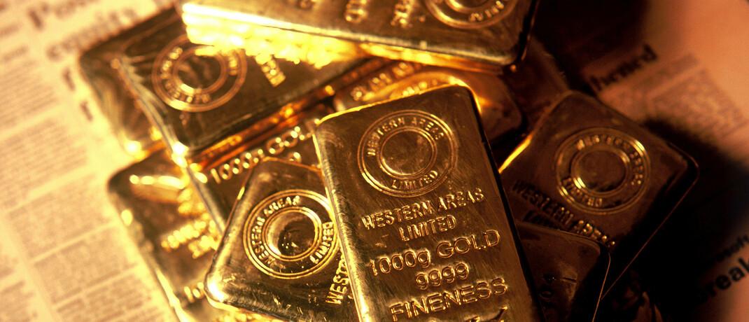 Goldbarren auf einer Zeitung