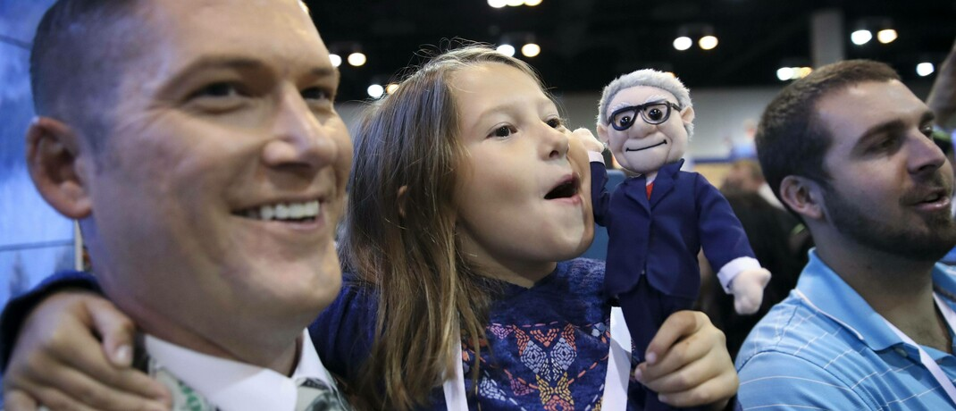 Große und kleine Buffett-Fans auf einer Rahmenveranstaltung zum jährlichen Aktionärstreff von Berkshire Hathaway