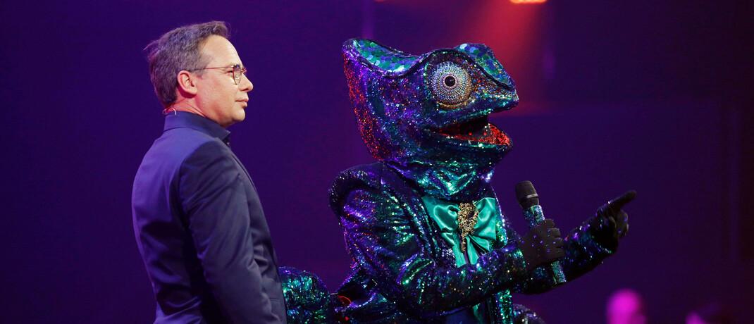 """Moderator Matthias Opdenhövel und ein Chamäleon im Prosieben-Quotenhit """"The Masked Singer"""""""