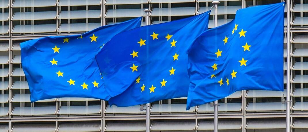 Europaflaggen vor der EU-Komission in Brüssel