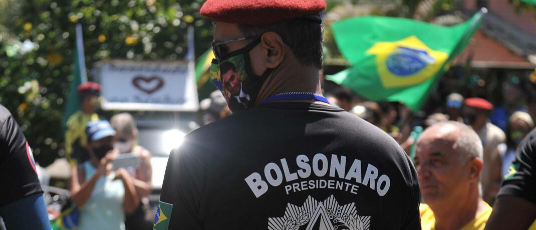 Menschen feiern den Geburtstag des international umstrittenen brasilianischen Präsidenten Jair Bolsonaro