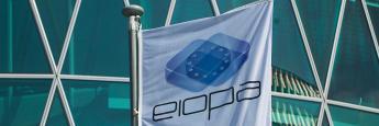 Eiopa-Flagge am Frankfurter Westhafentower