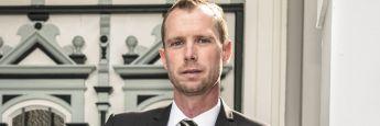 Jörg Wiechmann (44) ist Vorstandschef der TOP Vermögensverwaltung in Itzehoe. Er studierte nach der Ausbildung zum Versicherungskaufmann einige Semester Volkswirtschaftslehre und ließ sich im Privatstudium zum geprüften Anlage- und Vermögensberater ausbilden. Wiechmann gehört der TOP Vermögensverwaltung seit ihrer Gründung 1993 an.