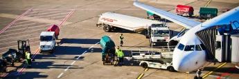 Flughafen Düsseldorf: Zur Transportdienstleistung einer Fluggesellschaft gehört auch die sichere Verladung des Gepäcks.