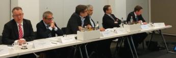 BCA-Vorstand Frank Ulbricht (links) mit Journalisten und BCA-Marketingleiter Mirko Faust (ganz rechts) auf dem BCA Pressedialog in Frankfurt
