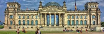 Das Reichstagsgebäude in Berlin ist seit 1999 Sitz des Deutschen Bundestages.