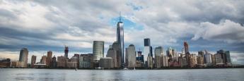 Die neue Skyline von Manhattan mit dem One World Trade Center in der Mitte
