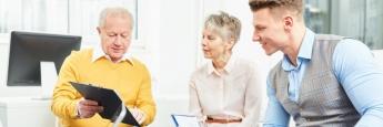 Finanzberater bei der Arbeit: Das Interesse an ETFs nimmt zu