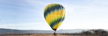 Heißluftballon bei einem Wettkampf in Frankreich. Europäische Aktien setzten am Jahresbeginn ebenfalls zu ihrem Höhenflug an
