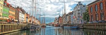 """Der """"Nyhavn"""" ist eine der wichtigsten Sehenswürdigkeiten der dänischen Hauptstadt Kopenhagen."""