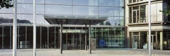 Eingangsbereich der Deutsche Apotheker- und Ärztebank (Apobank) in Düsseldorf