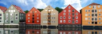 Wohnhäuser im norwegischen Trondheim: Es gibt in Deutschland nur einen Fonds, der ausschließlich in Zweitmarktanteile institutioneller Immobilienfonds investiert