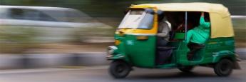 """Motorikschas gehören zum Straßenbild in Indien. Top-Einzelwert im Portfolio des M&G Emerging Markets Bond Fund ist derzeit die indische Anleihe """"Natl Highways 7.3%""""."""