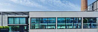 Der Bellevue-Hauptsitz in Küsnacht, Schweiz