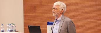 Professor Dr. Andreas Suchanek, hier während eines Vortrags bei den <a href='http://www.dasinvestment.com/mlp-financial-planning-powertage-was-bewegt-certified-financial-planner/' target='_blank'>MLP Financial Planning Powertagen</a>, lehrt an der HHL Leipzig Graduate School of Management Ethik.