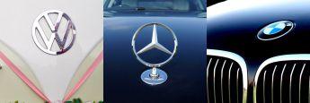Die Markenembleme der Hersteller VW, Daimler und BMW