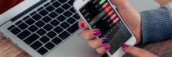 Fintech: Der Finanzstabilitätsrat FSB versteht unter Fintech technologiebasierte Finanzinnovationen, aus denen neue Geschäftsmodelle, Anwendungen, Prozesse oder Produkte hervorgehen und die bedeutende Auswirkungen auf die Erbringung von Finanzdienstleistungen haben können. Unternehmen, die sich auf entsprechende Finanzdienstleistungen spezialisiert haben, werden als Fintechs bezeichnet.