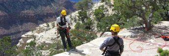 Beim Klettern ist Absicherung das oberste Gebot, um das Gefahrenpotenzial zu senken. Währungsgesicherte ETFs mindern Schwankungsrisiken im Portfolio