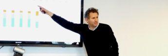 Zeigt, wo es brenzlig wird: Fondsmanager Jacob de Tusch-Lec von Artemis bei seinem Vortrag.