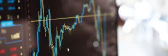 Chartverlauf: Aktienwerden aktuell von vielen Fondsmanagern weltweit in ihren Portfolios übergewichtet. Die Cash-Quoten dagegen sind sehr gering.