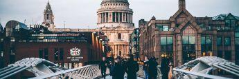 Saint Paul's Cathedral in London: Nur wenige hundert Meter entfernt ist der Hauptsitz der Fondsboutique Newton.
