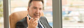 Wolfgang Dippold gründete 1995 mit Jürgen Seeberger die Project Gruppe, die als Kapitalverwaltungsgesellschaft Fonds für private und professionelle Investoren auflegt. Sie ist zudem für Research, Einkauf, Entwicklung und Vermarktung der Immobilien zuständig. Nach Aufbau und stabiler Positionierung des Unternehmens wechseln die Gründer Anfang 2018 in den Aufsichtsrat.