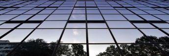 Bürofassade: Langfristige Gewerbemietverträge können künftig vorzeitig gekündigt werden.