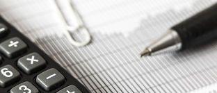 Nachrechnen: Durch die Investmentsteuerreform ändert sich die Besteuerung vieler Mischfonds.