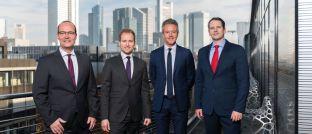 Teilnehmer vor der Frankfurter Skyline (von links): Marcus Stahlhacke, Allianz Global Investors; Fabien Ize, Franklin Templeton; Andrea Baron, MFS IM; Alexander Heidenfelder, Aberdeen Standard Investments.