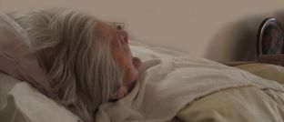 Eine pflegebedürftige Rentnerin: Nicht alle Betroffenen nutzen alle Pflegeleistungen.