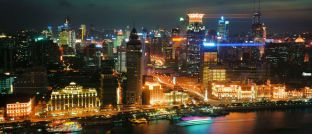Schanghai bei Nacht: Vor allem Chinas Technologie-Aktien brachten Investoren große Kursgewinne.