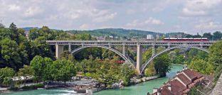 Straßen, Schienen- und Wasserwege: Verkehrsnetze sind neben Ver- und Entsorgungseinrichtungen für Energie, Wasser oder Kommunikationsnetze klassische Beispiele für die wirtschaftsnahe Infrastruktur.