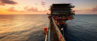 Ölbohrplattform: DJE Kapital sieht die Energie-Branche im Aufwind.