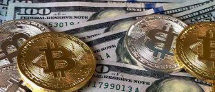 Bitcoin und US-Dollar: Kryptowährungen werden hierzulande kaum als Ersatz für traditionelles Geld angesehen.