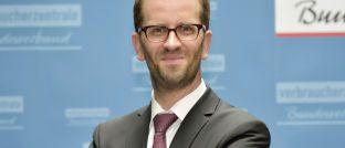 Klaus Müller ist Vorstand des Verbraucherzentrale Bundesverbands: Der Verband setzt sich für ein Provisionsverbot in Deutschland ein.
