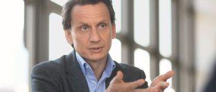 Thomas Richter: Der Hauptgeschäftsführer des deutschen Fondsverbands BVI warnt Behörden und Politik angesichts anhaltend niedriger Zinsen, Überregulierung und der Verselbstständigung der europäischen Aufsichtsbehörden vor Belastungen für Fondsbranche und Sparer.