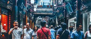 Shopping in Schanghai: In den Emerging Markets steigt dank der wachsenden Mittelschicht die Kaufkraft.