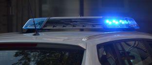 Polizei-Fahrzeug mit Blaulicht: Lettlands Korruptionsbekämpfer haben den Chef der Zentralbank in Gewahrsam genommen.