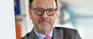 Hans-Wilhelm Zeidler: Der frühere Vertriebsvorstand der Zurich Versicherung arbeitete 34 Jahre lang als Vorstand in der Versicherungswirtschaft. Heute ist er selbständiger Unternehmensberater für den Finanzdienstleistungsvertrieb, Honorarprofessor an der Universität Göttingen, sowie Aufsichtsrat und Beirat in verschiedenen Gesellschaften beziehungsweise Institutionen der Finanzwirtschaft.