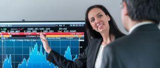 Monika Gehde-Trapp (links): Die Professorin an der Universität Hohenheim analysiert die Performance von Fondsmanagern.