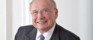 Friedrich von Metzler, einer der letzten Privatbankiers alter Schule, zieht sich Stück für Stück aus dem aktiven Geschäft zurück.