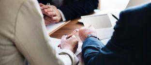 Beratungsgespräch: Maklerpool Apella warnt vor Verträgen über die Auftragsdatenverarbeitung zwischen Makler und Pool